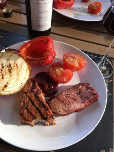 Lite fina grillränder är okej, det är inte samma sak som att bränna köttet.