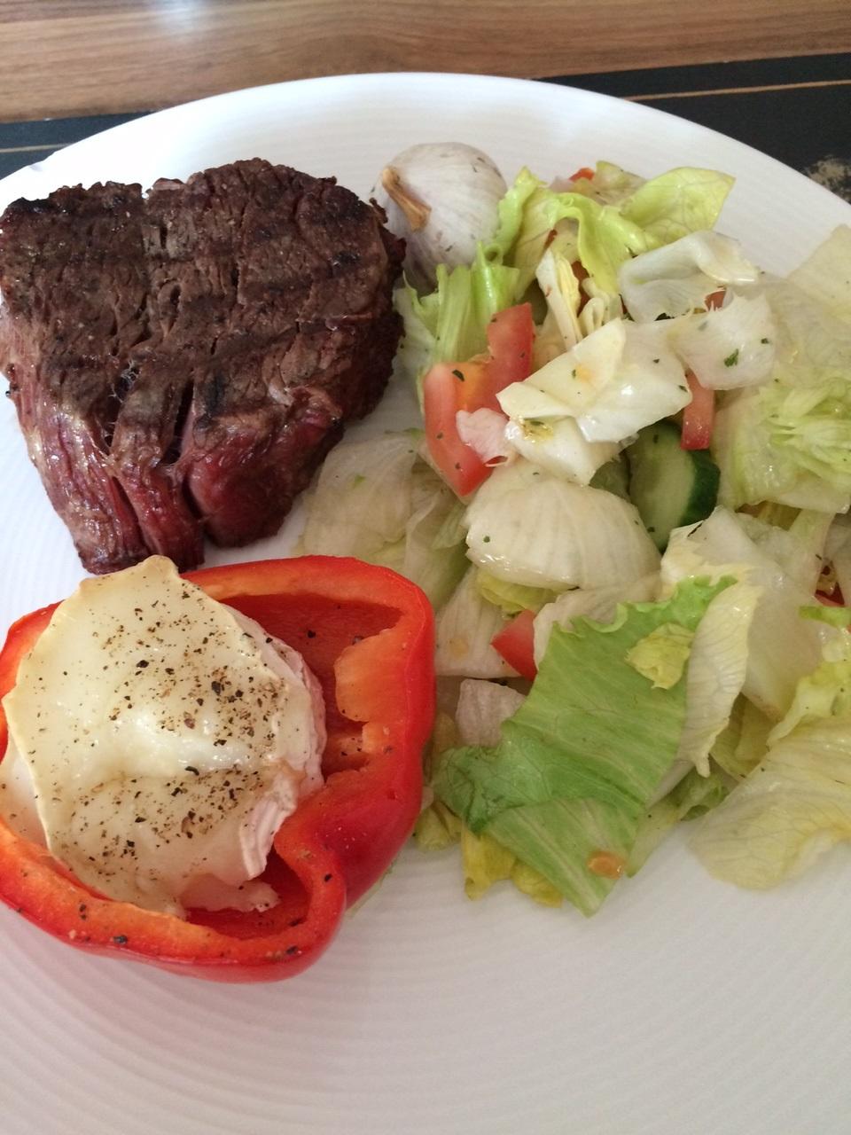 Dagens grill: Oxfilé med getostfyllda paprikor