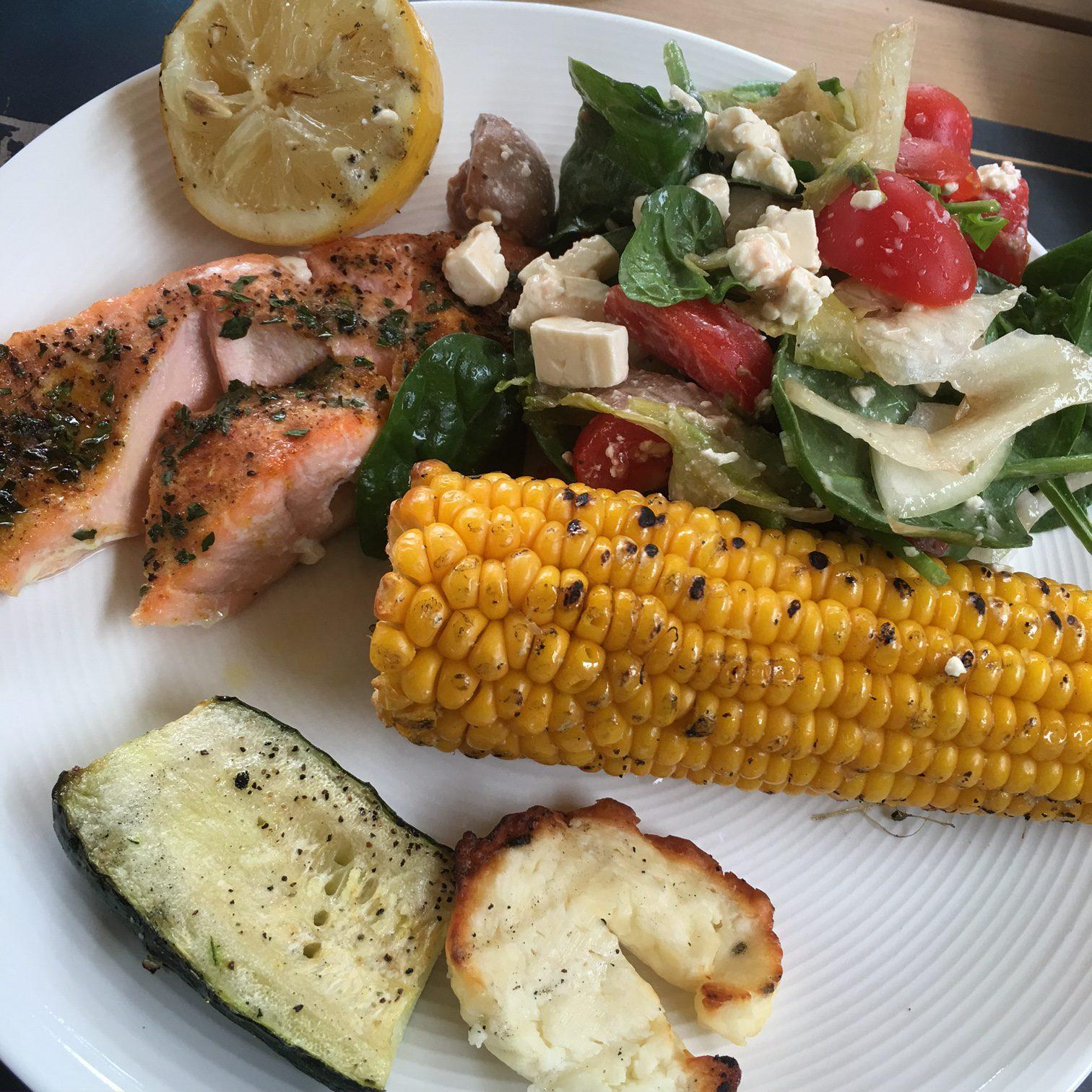 Dagens grill: Lax, squash, halloumi och citron