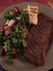 Dagens grill: Kött och sallad