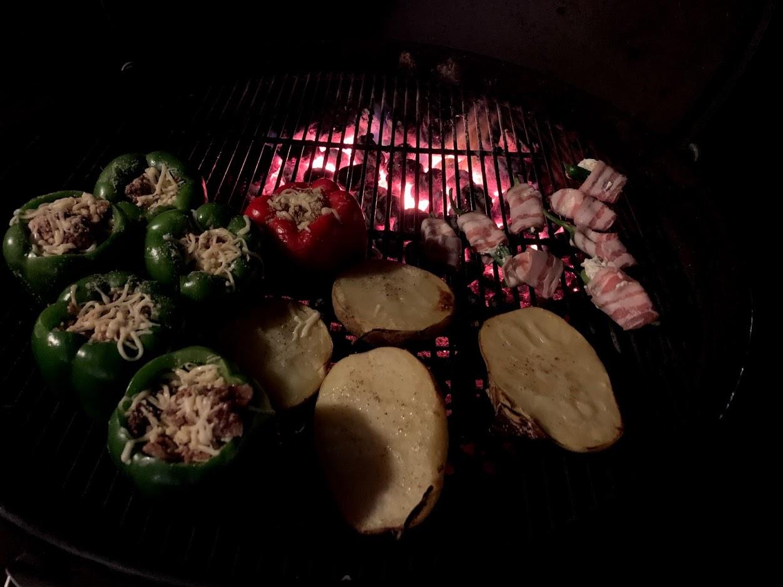 Dagens grill: Fyllda paprikor och jalapeño-poppers